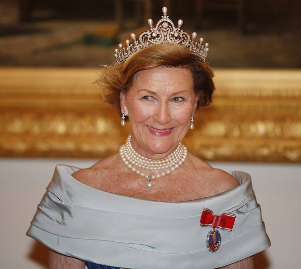 iara, diamond, queen sonja tiara, State visit of the King Harald and Queen Sonja in Finland, President Sauli Niinistö and his wife Jenni Haukio, Pearl brecelet, Pearl earrings, pearls necklace, gala dinner wore dress, gown