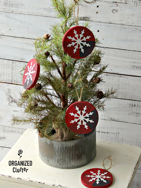 An Upcycled and DIY Christmas 2018 Review #upcycle #repurpose #stencil #OldSignStencils #rusticChristmas #Christmasdecor #buffalocheck #Christmastrees #crafting