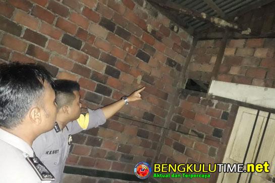 Bengkulutime.net, Seluma -  Andi (23) Seorang pemuda Desa Talang Beringin, Kecamatan Semidang Alas Maras  ditemukankan sudah tidak bernyawa dengan kondisi...