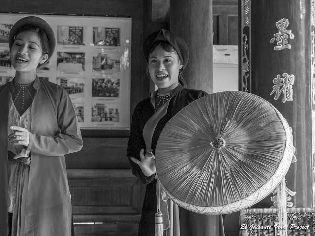 Duo de cantantes femeninas de Quan Ho - Vietnam por El Guisante Verde Project
