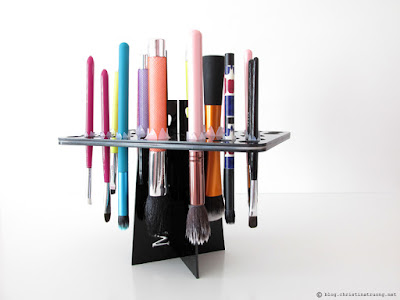 Find out how to clean makeup brushes / Makeup brush drying stand tower
