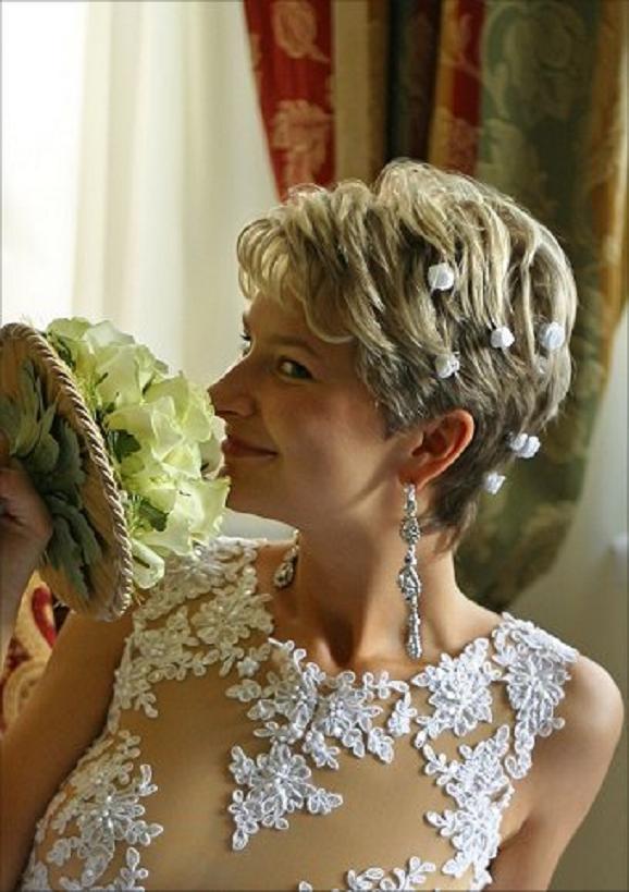 frekuenci: bridal dresses for older women