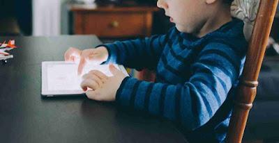 يجب ألا يحصل الأطفال الذين تقل أعمارهم عن سنتين على شاشات المحمول ، وفقًا لمنظمة الصحة العالمية