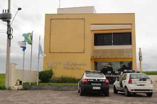 http://vnoticia.com.br/noticia/2137-bandidos-encapuzados-invadem-casa-de-dono-de-frigorifico-em-gargau
