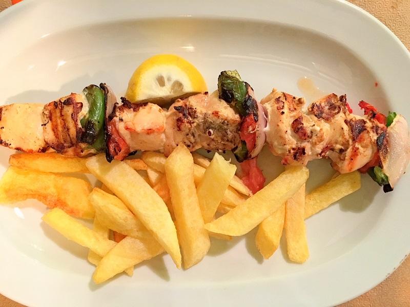 cosa-mangiare-in-grecia-souvlaki