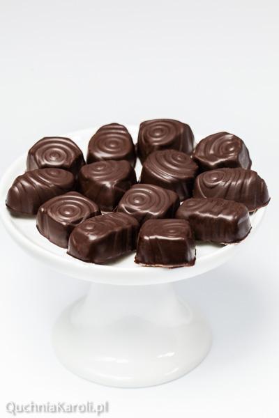 Gorzkie domowe czekoladki.