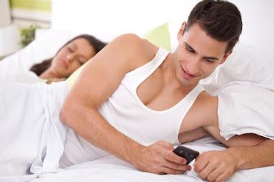 Tanda-tanda Suami Anda Berselingkuh