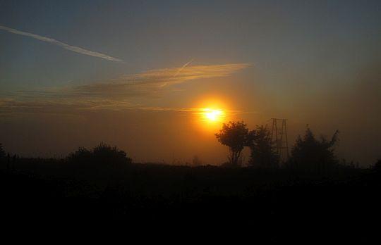 Słońce mknie w górę nieboskłonu.
