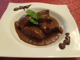 Receta de Conejo con salsa de chocolate.