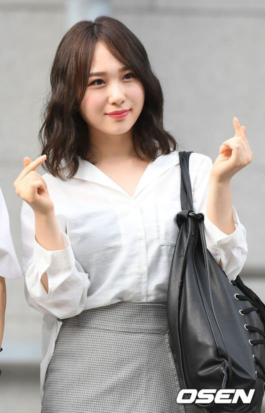 'Produce 48' Takahashi Juri Woollim ile anlaşma imzaladı, Kore'de çıkış yapıyor