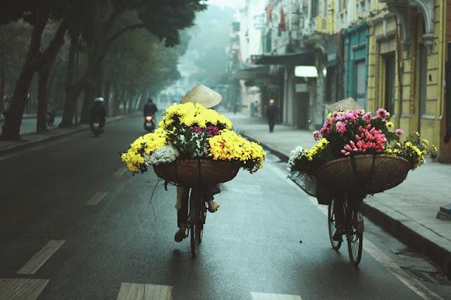 The beauty of street vendors in Hanoi 4