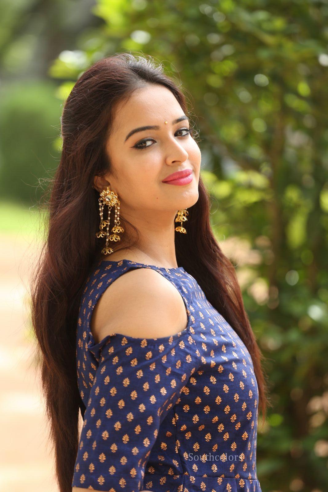 Pujita Ponnada cute actress in Blue Sleeveless Kurta Stunning Cute Beauty