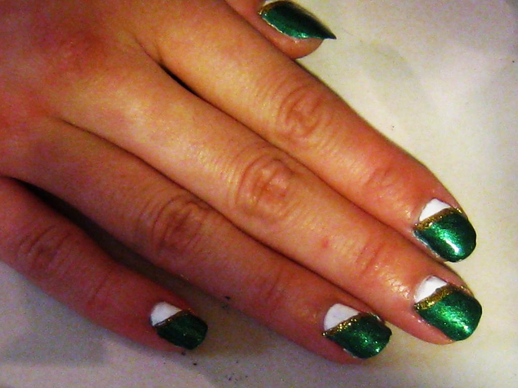 August 2011 Nail Art Polish Manicure Designs Photo: Christmas Nail Polish