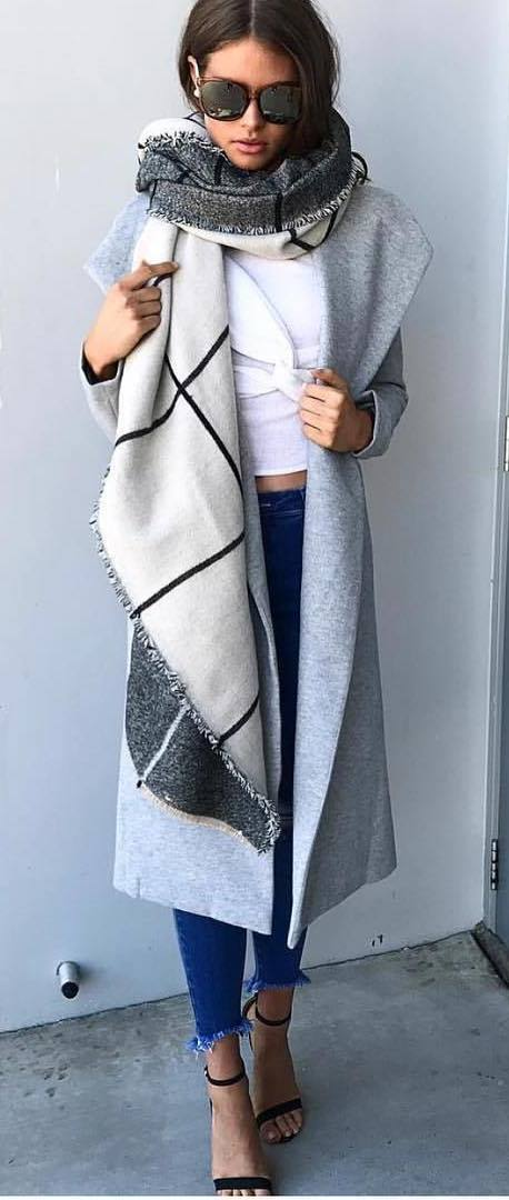 stylish look | grey coat + scarf + jeans + heels