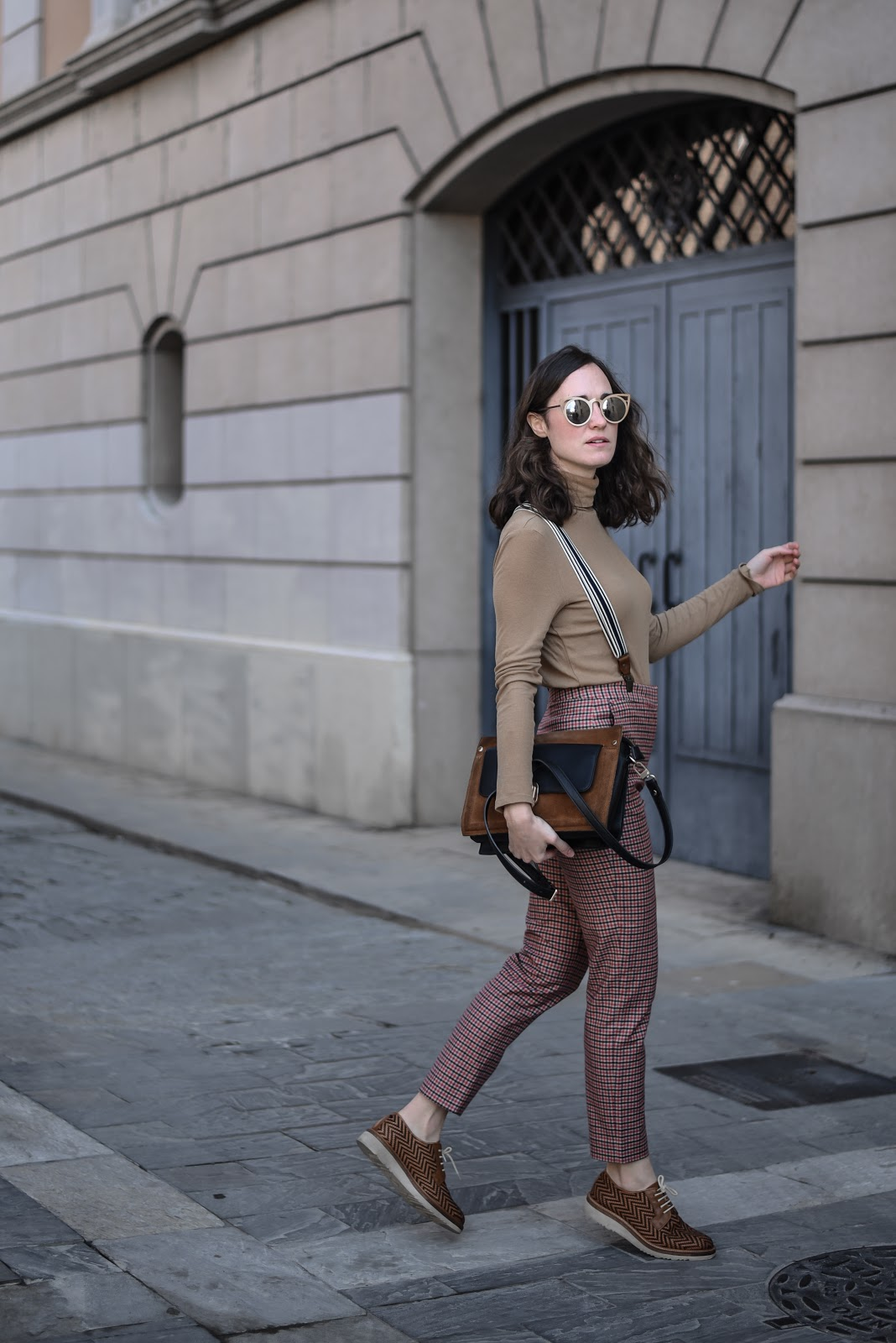 suspenders_look_street_style_woman