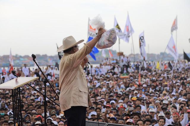 Kampanye di Palembang Meski Hujan, Prabowo: Saya Wakafkan Hidup untuk Rakyat