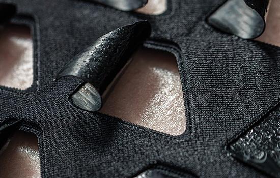 LaporanPenelitian.com Tim MIT Mendesain Garmen Berventilasi Responsif Termal