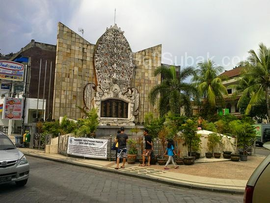 Beauty from a distance, the Bali Bombing Monument (Ground Zero) in Jalan Legian KutaBeauty from a distance, the Bali Bombing Monument (Ground Zero) in Jalan Legian Kuta