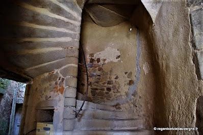 Sauxillanges , quartier Gothique/Renaissance escalier à vis