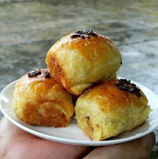 Resep dan cara membuat kue pisang bolen manis dan lembut