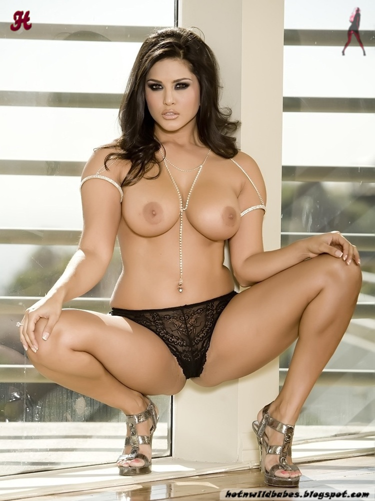 Sunny Leone Removing Lingerie To Show Private Parts - Hot -9205