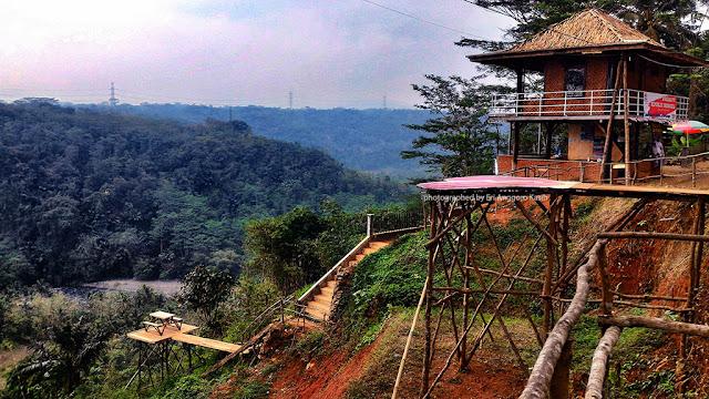 Tersedia beberapa view deck untuk selfie di obyek wisata alam Grand Sayang Kaak.