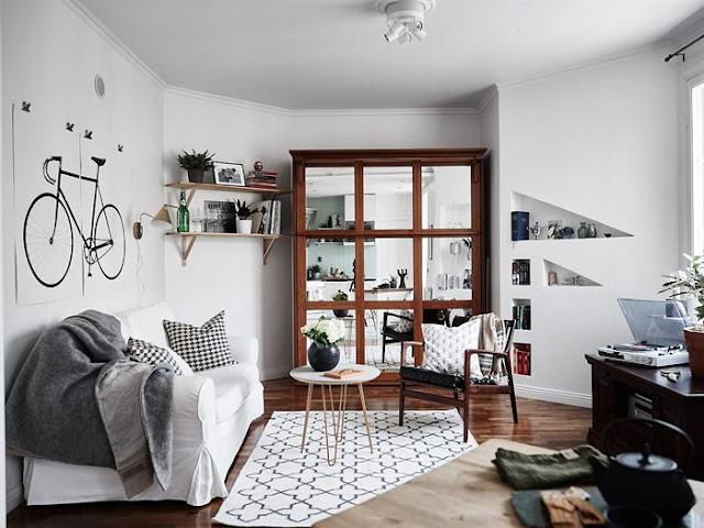 Idee de amenajare cu pat rabatabil pentru o garsonieră de 31 m²