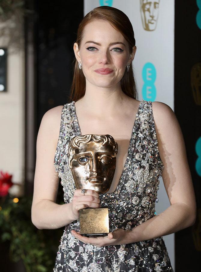 emma stone sexy pics at british film academy awards 02