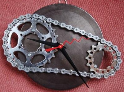 Jam dinding dari daur ulang spare part sepeda motor