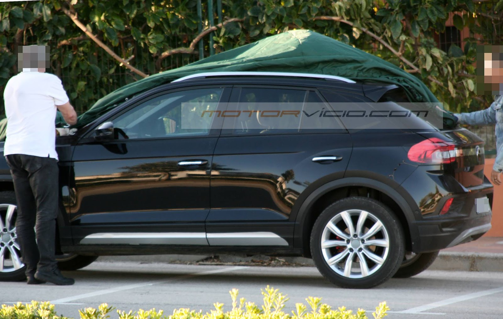 volkswagen t roc fotos do concorrente do honda hr v motor v cio. Black Bedroom Furniture Sets. Home Design Ideas