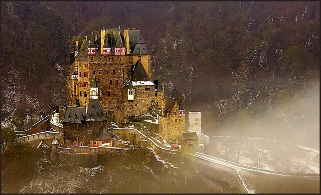 """قلعة من عالم آخر """"قلعة الألتس"""" 3205974095_c25b824d8"""