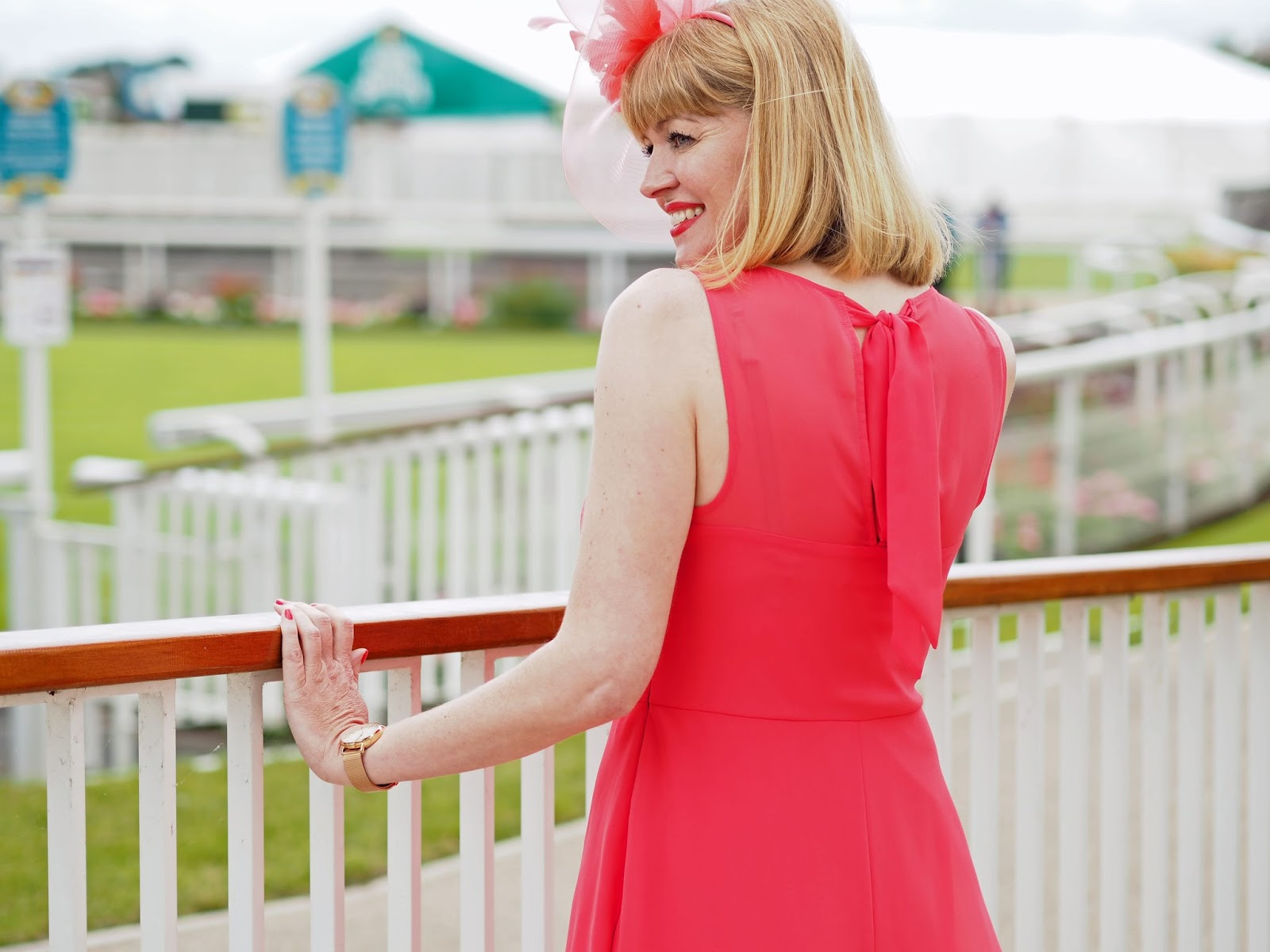 Races-Day-outfit-coral-dress-coral-fascinator