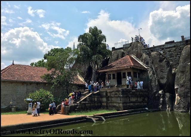Backpacking Sri Lanka - trip to Anuradhapura