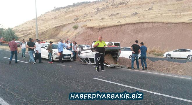 Diyarbakır Çarıklı'daki kazada araç takla attı