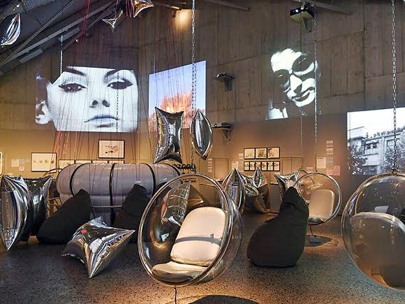 L'esprit de John Lennon et Yoko Ono au Musée national suisse