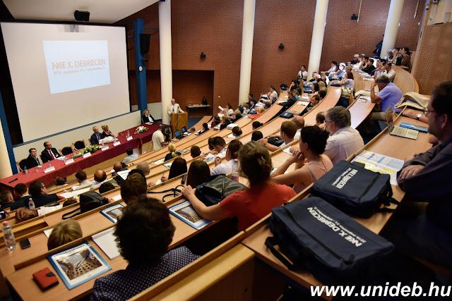 A Népegészségügyi Képző- és Kutatóhelyek Országos Egyesületét bízta meg Szentes Tamás országos tisztifőorvos az új magyar népegészségügyi program elkészítésével az egyesület Debrecenben rendezett konferenciáján.