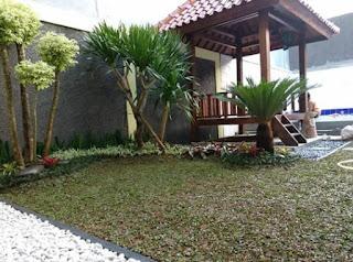 Foto taman minimalis dengan gazebo untuk santai