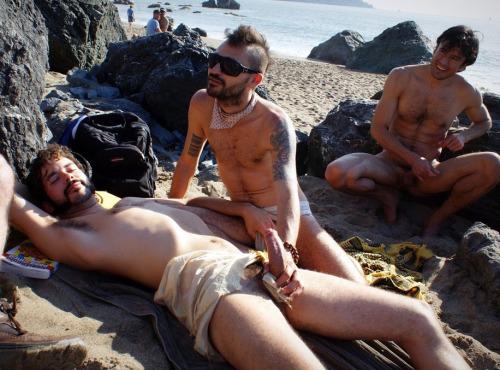 фото гей пляжи