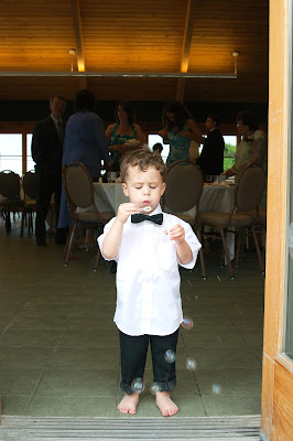 Niño en boda
