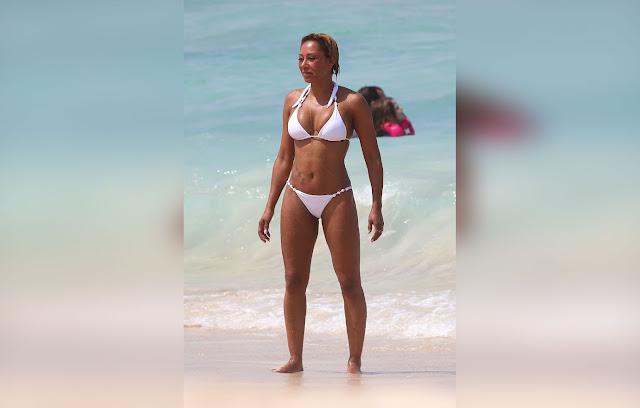 Mel B Flaunts Bikini Body In Hawaii (photos)