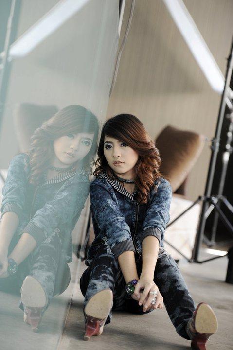 MyanmarGirls-Bobby Soxer  - New Hotshot Myanmar Singer Girl