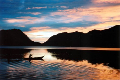 Keindahan Danau Maninjau Sumatera Barat 2