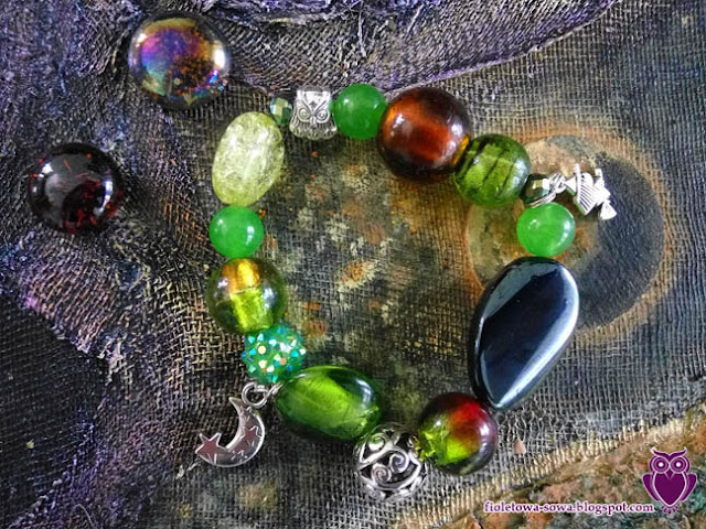 Green bracelet with jade and lampwork glass
