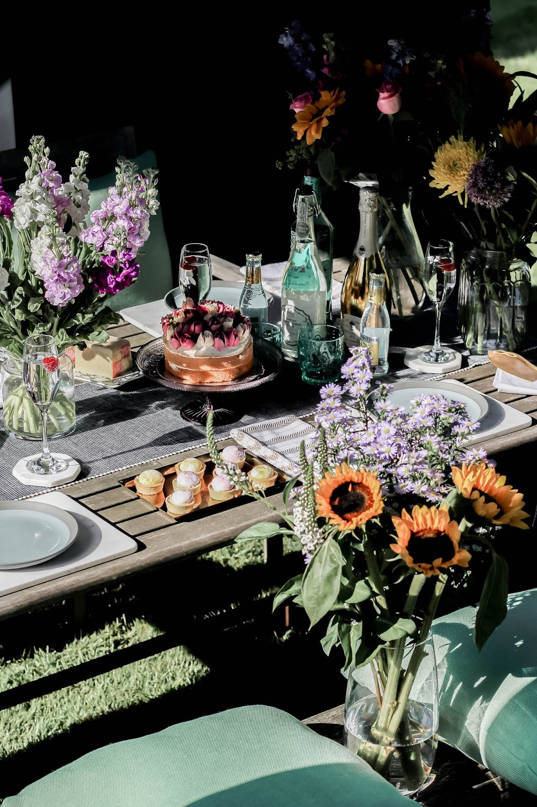 Al Fresco Colourful Summer Dining