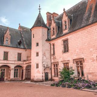 The New Blacck - Orléans - Blog - Chaumont sur Loire - Extérieur - enceinte fleurie