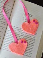 http://www.mipequenomundorosa.blogspot.mx/2014/09/separador-de-libros-de-fieltro_8.html