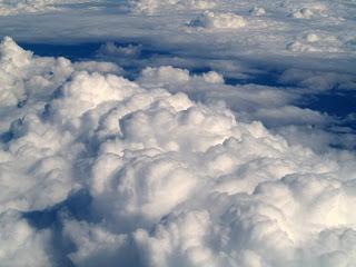 Foto de nubes espesas o esponjosas