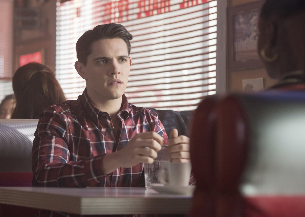 Riverdale - Season 2 Episode 14: Chapter Twenty-Seven: The Hills Have Eyes