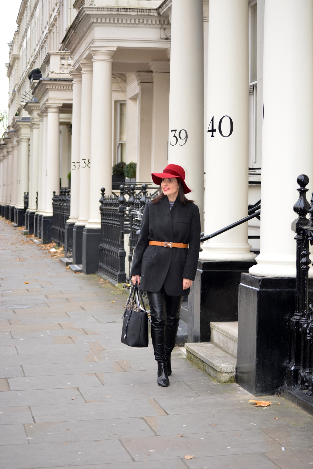 look-london-zara-red-hat-outfit-streetstyle