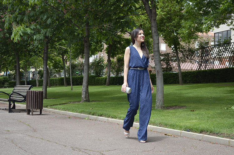 mono-azul-estampado-look-bbc-outfit-blue-jumpsuit-trends-gallery